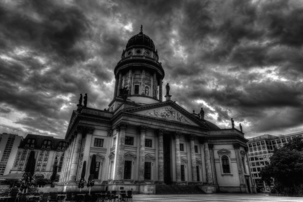 Deutscher Dom under dark sky